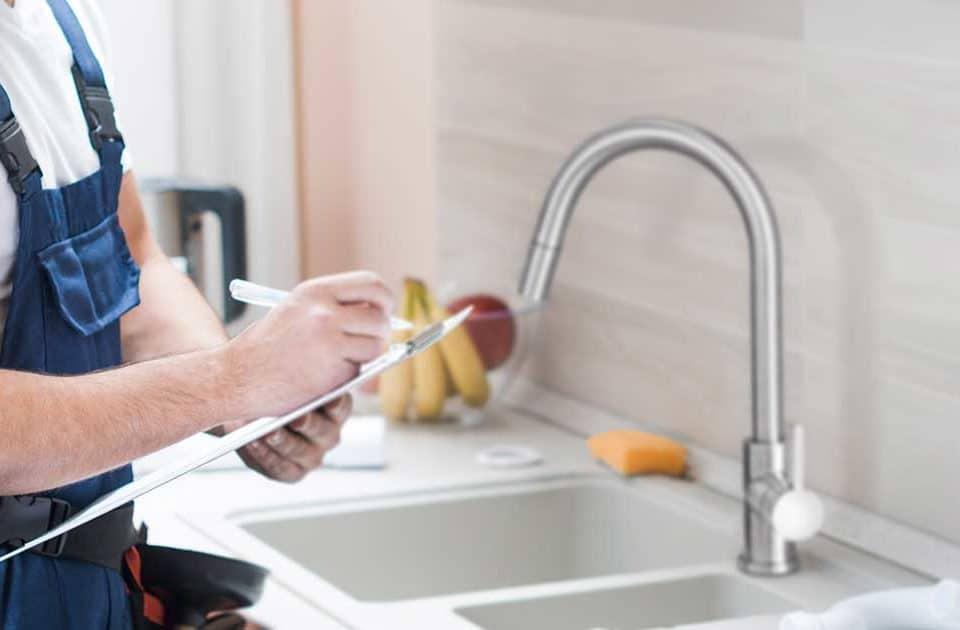 artículo con tips para instalar la grifería de la cocina