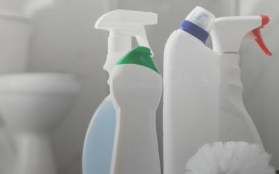 4 tips prácticos para limpiar el baño