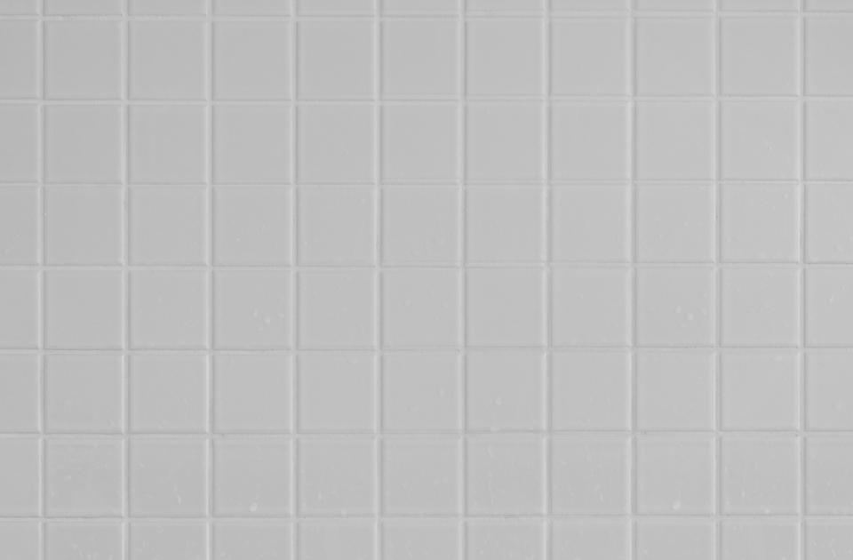 artículo con información sobre cómo blanquear las baldosas del baño