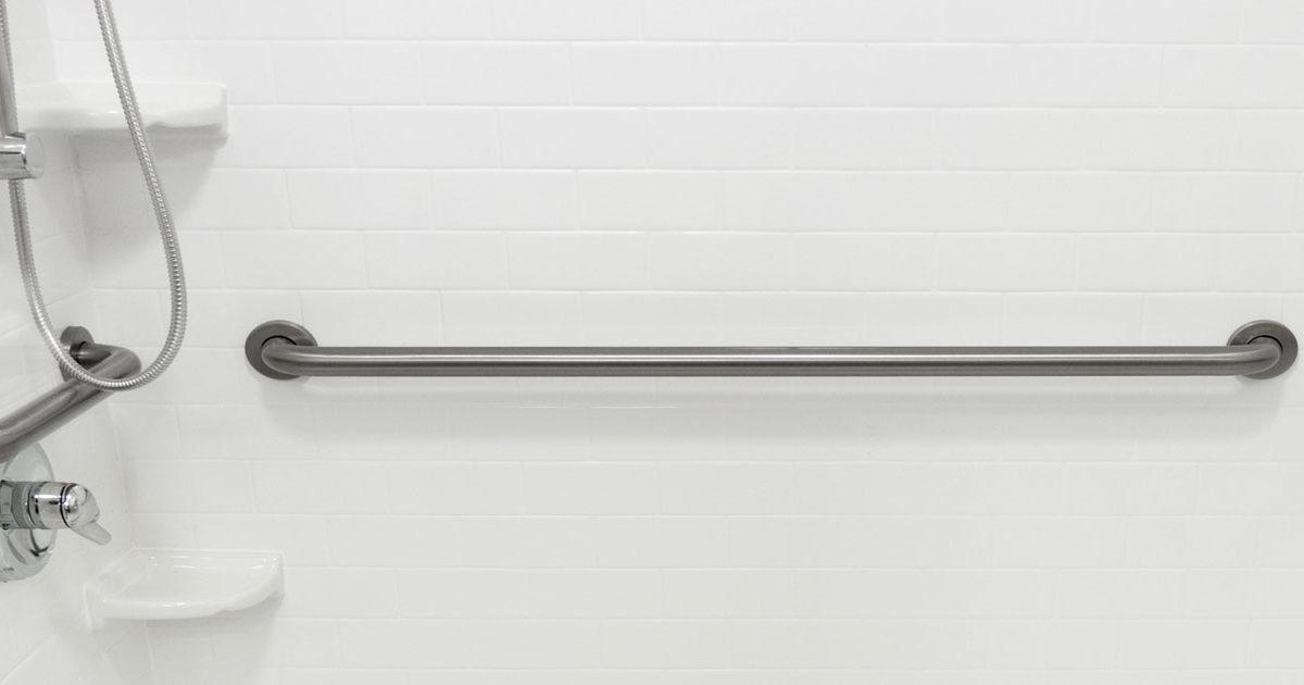 artículo con los pasos para instalar una barra de seguridad en el baño